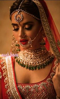 Wedding indian makeup bridal looks receptions 69 ideas Indian Wedding Makeup, Indian Bridal Fashion, Indian Makeup, Indian Bridal Wear, Desi Wedding, Indian Beauty, Indian Bride Hair, Wedding Tips, Wedding Hair