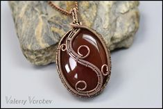 Wire wrapped jewelry tutorial free. Wire pendant. - Handmade Jewelry Handmade Jewelry Designs, Handcrafted Jewelry, Wire Wrapped Jewelry, Wire Jewelry, Wire Weaving Tutorial, Wire Pendant, Wire Art, Stone Pendants, Wire Wrapping