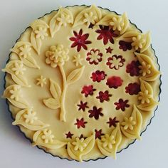 'Spring is in the air' strawberry pie Pie Decoration, Decoration Patisserie, Baking Recipes, Cake Recipes, Dessert Recipes, Food Cakes, Cupcake Cakes, Cupcakes, Beautiful Pie Crusts