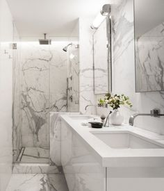 Contemporary bathrooms look clean cut and fresh, always with stylish details too, to pull the finishing look together. Modern contemporary bathrooms can. Modern Marble Bathroom, Bathroom Tile Designs, Bathroom Layout, Contemporary Bathrooms, Modern Bathroom Design, Bathroom Interior Design, Bathroom Ideas, Contemporary Style, Marbel Bathroom