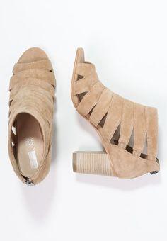 Images 95 Shoes Du Meilleures Tableau Hxw05q