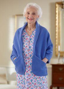 Polar Fleece Shawl (S-XL) Adaptive Clothing for Seniors, Disabled & Elderly Care Fleece Projects, Easy Sewing Projects, Sewing Hacks, Sewing Tutorials, Fleece Hats, Fleece Scarf, Fleece Jackets, Sewing Clothes, Diy Clothes