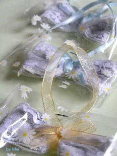 Lavender sachets I'd like to make some day.