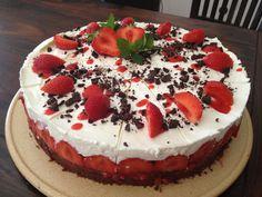 Strawberry Cake Strawberry, Cake, Desserts, Food, Food Cakes, Tailgate Desserts, Deserts, Eten, Strawberry Fruit