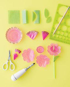 Fun Floral Straws by Martha Stewart Flower Crafts, Diy Flowers, Paper Flowers, Flower Decorations, Martha Stewart Manualidades, Diy And Crafts, Arts And Crafts, Martha Stewart Crafts, Paper Cupcake