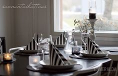 Mustavalkoinen Kattaus White Houses, Table Settings, Black And White, Heart, White People, Black White, Blanco Y Negro, Table Top Decorations, Place Settings