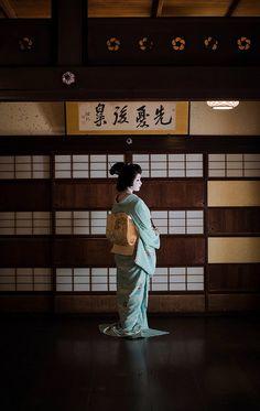 Geiko20161024_02_14 | 【Maiko,October 24, 2016】 Geiko is Tosh… | Flickr