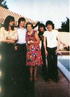 Cliff, Phil, Malcolm and Angus with Bon's mother - AC/DC