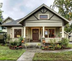 Small House Charm: A Craftsman Bungalow in Oregon Craftsman Cottage, Craftsman Exterior, Craftsman Style Homes, Craftsman Bungalows, Craftsman House Plans, Artist Craftsman, Modern Craftsman, Cottage House, Craftsman Kitchen