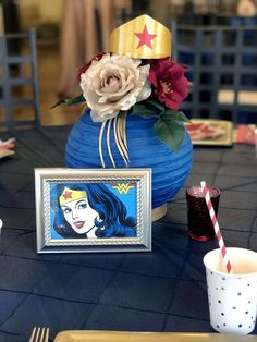 Take a look at the awesome centerpiece at this wonder woman birthday party! Superhero Birthday Party, 40th Birthday Parties, Birthday Party Decorations, Party Themes, Ideas Party, Soccer Party, Pirate Party, Craft Party, Wonder Woman Birthday