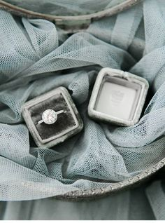 Engagement ring in a gray velvet ring box by The Mrs. Image by Rachel May Photography. Bohemian Wedding Rings, Antique Wedding Rings, Wedding Rings Simple, Wedding Ring Box, Dream Wedding, Wedding Dreams, Wedding Things, Garden Wedding, Wedding Shoes