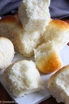 Quick, easy and the best homemade dinner rolls made with yeast, flour, milk, butter and egg. Fluffy Dinner Rolls, Homemade Dinner Rolls, Dinner Rolls Recipe, No Bake Desserts, Egg, Milk, Butter, Cooking Recipes, Thanksgiving