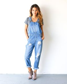 Our Magnolia Denim Overalls are a must! A gorgeous washed cotton overall with adjustable straps, pockets and a fab fit! Easily roll the ankle up and pair with booties or sneakers! We love it for year Overalls Fashion, Fashion Outfits, Outfits With Overalls, Denim Overalls Outfit, Denim Dungarees, Emo Fashion, Amo Jeans, Salopette Jeans, Overall Shorts