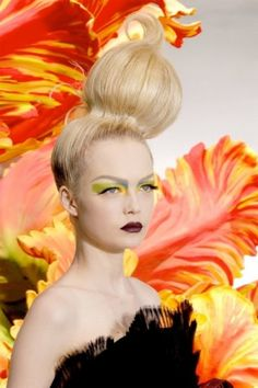 個性的なヘアスタイルを楽しむレディースたちに。参考になるカット・アレンジ・髪型☆