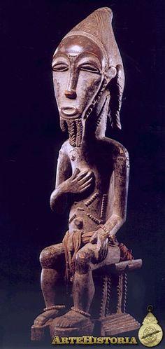 Escultura en madera del espíritu Asie Usu, mide 40,5 cm de altura y pertenece a la cultura Baule (Costa de Marfil).