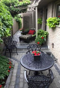 Garden Landscaping best Small yard landscaping images - It doesn't need to be big to have a good landscaping. When you have a small yard, there is always room for modifications. Small yard landscaping ideas are Small Yard Landscaping, Landscaping Ideas, Courtyard Landscaping, Courtyard Ideas, Mulch Landscaping, Mexican Courtyard, Italian Courtyard, Pavers Ideas, Florida Landscaping