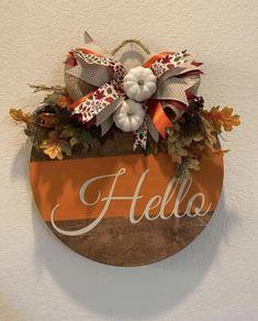 Wooden Door Signs, Front Door Signs, Wooden Spool Crafts, Wood Crafts, Fall Door Hangers, Fall Door Decorations, Wreath Crafts, Fall Wreaths, Fall Crafts