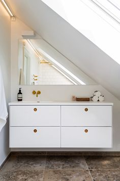 Reform Basis 01 on IKEA's GODMORGON. Here in painted white with handles in natural oak.