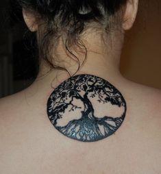 Tatouage arbre  Venez visionner les plus beaux tatouage d\u0027arbres de vie,  mort ou japonais à se faire tatouer grâce à notre galerie photos de 59  modèles de