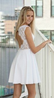 Konfirmationskjoler 2018 - Brudedesign-konfirmationskjoler Source by dindinella dresses Dresses For Teens, Short Dresses, Girls Dresses, Confirmation Dresses White, Lace Midi Dress, White Dress, Baby Christening Dress, Simple Homecoming Dresses, First Communion Dresses