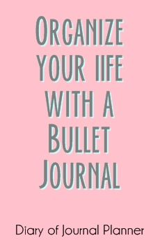 How to use A Konmari Bullet Journal to declutter and get organized. Includes Konmari Checklist as free bullet journal printable. Bullet Journal For Men, Bullet Journal Inspiration, Journal Ideas, Organization Bullet Journal, Journal Diary, Bible Journal, Creating A Vision Board, Brain Dump, D House