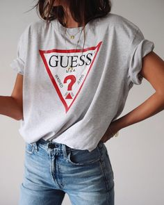 Listed in Best of Guess Jeans Look Outfit Jeans, Casual Skirt Outfits, Jean Outfits, Cute Outfits, Jeans And T Shirt Outfit Teens, Guess Jeans, Guess Shirt, Fashion Mode, Look Fashion