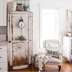 We spent the day at home baking cookies, sipping tea and playing indoor soccer. It was just too cold to leave our nest. #timewornandtattered #vintagestyle #rusticdecor #ournest #linenandivory #farmhousedecor #farmhousestyle #chippypaint #chippypaintlove #fixerupper #countryliving #bhghome #bhgstyle @linenandivory