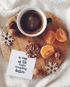 Coffee or tea. maybe hot chocolate? Coffee And Books, Coffee Love, Coffee Break, Morning Coffee, Coffee Coffee, Coffee Photography, Food Photography, Momento Cafe, Fruit Cups