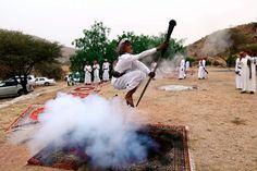 De esta forma tan curiosa celebran en Arabia Saudí las bodas y graduaciones