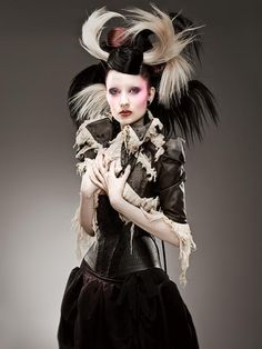 - Mother of London is a conceptual couture brand headed up by Mildred von Hildegard that blends steampunk style with fetish fashion and Gothic tenden. Foto Fashion, Fashion Art, High Fashion, Fashion Shoot, Unique Fashion, Fetish Fashion, Gothic Fashion, Macabre Fashion, Baroque Fashion