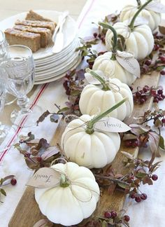 Tischdeko Herbst - 20 puristic inspirations for an atmospheric ambience - autumn table decoration with white pumpkins - Fall Table Centerpieces, Thanksgiving Centerpieces, Diy Thanksgiving, Decoration Table, Centerpiece Ideas, Halloween Centerpieces, Decorating For Thanksgiving, Thanksgiving Table Runner, Thanksgiving Background