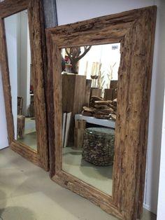 Spiegel mit einem Rahmen aus Treibholz. NEU bei richhome.