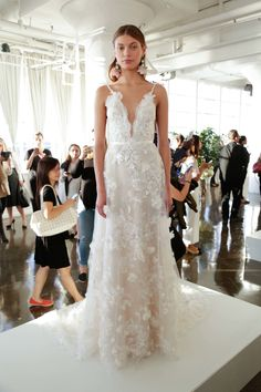 See the complete Marchesa Bridal Fall 2017 collection. More