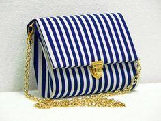 Estilo Navy. Bag Quilt, African Accessories, Diy Clutch, Handmade Purses, Craft Bags, Beautiful Handbags, Purse Styles, Denim Bag, Purse Patterns