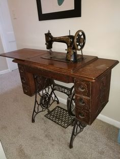 Have never sewed on it, but I have it. Vintage Tools, Vintage Love, Furniture Update, Antique Sewing Machines, Sewing Studio, My Childhood Memories, The Good Old Days, Vintage Furniture, Suitcase Chair