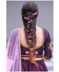 When in doubt, braid your hair and add flowers! 🌺🌼 These bridal hairstyles are perfect for a summer wedding. Saree Hairstyles, Wedding Hairstyles For Long Hair, Indian Hairstyles, Bride Hairstyles, Short Hair, Woman Hairstyles, Bridal Hair Buns, Bridal Hairdo, Hairdo Wedding