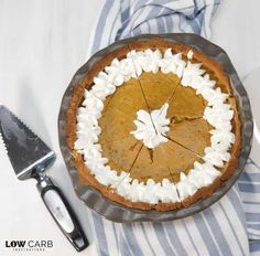 This Homemade Low Carb Coconut Flour Pie Crust Recipe is AMAZING! It's light and flaky and goes perfectly with a homemade pumpkin pie filling! Coconut Flour Pie Crust, Oil Pie Crust, Low Carb Pie Crust, Coconut Flour Recipes, Coconut Desserts, Keto Desserts, Paleo Pumpkin Bread, Homemade Pumpkin Pie, Paleo Muffin Recipes