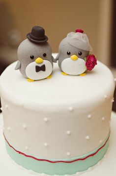 Top 6 (Adorable!) Animal Cake Toppers - Project Wedding its so cute it actually hurts