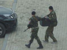 1.5.14 говорят,фото сделано в Луганске - русские военные уже не скрываются? pic.twitter.com/T39RnaWKrA