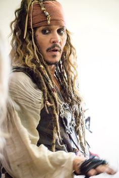 Patients at BC Children's Hospital were delighted by a visit today with one of the world's most famous pirates, Captain Jack Sparrow. Hollywood actor Johnny Depp arrived at the hospital dressed dread. The Hollywood Vampires, Hollywood Actor, Captain Jack Sparrow, Jack Sparrow Wallpaper, Here's Johnny, Johny Depp, Idole, Pirate Life, Pirates Of The Caribbean