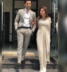 Pakistani Party Wear Dresses, Pakistani Wedding Outfits, Indian Dresses, Indian Outfits, Indian Bridal Fashion, Asian Fashion, Mahira Khan Dresses, Plazzo Suits, Drape Sarees