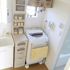 Outdoor Laundry Rooms, Small Room Interior, Japanese Apartment, Japanese Interior Design, Furnished Apartment, Japanese House, Wall Storage, Washroom, Decorating Small Spaces
