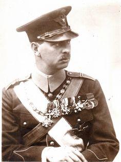 Casa Regală a României: Carol al II-lea Romanian Royal Family, Court Dresses, Military Photos, Imperial Russia, Kaiser, Captain Hat, The Past, Royalty, King
