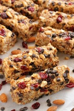 These Peanut Butter Chocolate Trail Mix Granola Bars are made with wholesome ingredients to create homemade granola bars you feel good about eating. Recipe by Dessert Now, Dinner Later for http://SuperHealthyKids.com