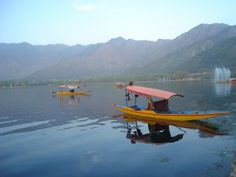 take me for a shikara ride dallake, kashmir http://ihimalayan.wordpress.com