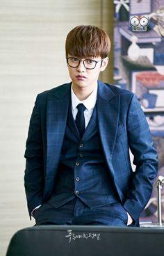 The Legend of the Blue Sea is a South Korean television series starring Jun . Shin Won-ho as Tae-oh. A genius hacker Korean People, Korean Men, Asian Men, Legend Of The Blue Sea Kdrama, Legend Of Blue Sea, Shin Cross Gene, Shin Won Ho Cute, Hong Ki, Tae Oh