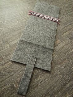 Frauenmasche: Tablet-Hülle aus Filz Sewing Crafts, Sewing Projects, Diy Laptop, Accessories, Couture, Model, Sew Simple, Scrappy Quilts, Make Soap