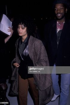 Actress Lisa Bonet and actor Kadeem Hardison attend CityKids Foundation Benefit Fundraiser on May 1990 at St. James Theater in New York City. Get premium, high resolution news photos at Getty Images Hip Hop Fashion, 90s Fashion, Fashion Vintage, Fashion Killa, Lisa Bonet Young, Hip Hop And R&b, Zoe Kravitz, Hollywood Glamour, Beautiful Black Women