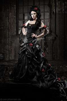 Top Gothic Fashion Tips To Keep You In Style. As trends change, and you age, be willing to alter your style so that you can always look your best. Consistently using good gothic fashion sense can help Gothic Victorian Dresses, Gothic Dress, Neo Victorian, Feist Style, Vampire Wedding, Vampire Bride, Black Wedding Gowns, Red Wedding, Wedding Ideas