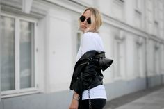 My go-to Zara biker jacket Undone t-shirt Pieces jeans Acne boots Street style Outfit ootd minimal monochrome look danish blogger Bykrog